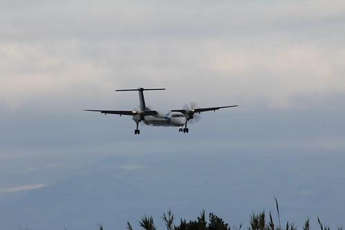 Bombardier Dash 8 approaching Horta 170615_327