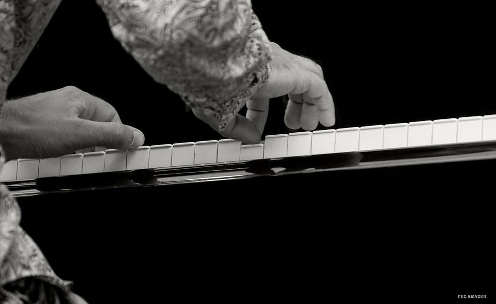 les mains musicales +n&b+ plus blanc que blanc  35752885115_8d0621c1fe_b