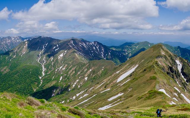 歩いてきた稜線の山々@仙ノ倉山登攀途中