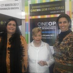 Alice Gonzaga entre as irmãs Rachel e Fernanda Hallack...  #blogauroradecinemaregistra  #mostradecinemadeouropreto #cinemabrasileiro #setimaarte #cinema #cineop #ouropreto #alicegonzaga #movies #cool  #desarquivandoalicegonzaga
