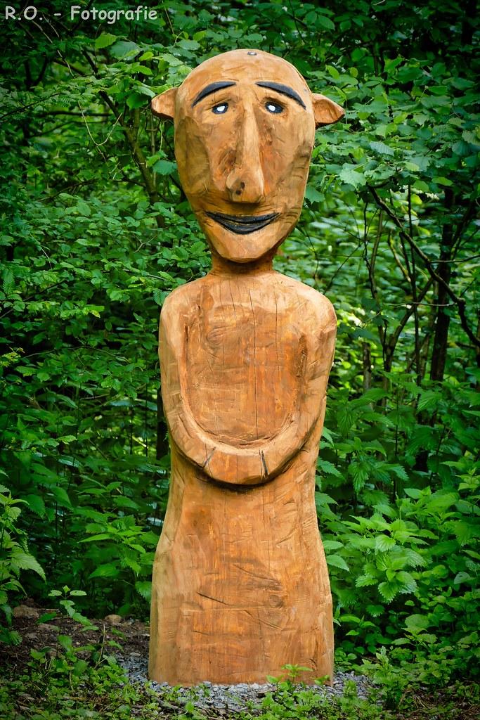 Holzskulptur / Wooden sculpture