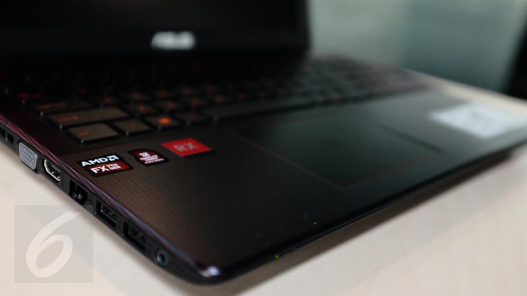 Asus X550IU adalah gaming laptop pertama di Indonesia yang berarsitektur Polaris dengan tenaga AMD 7th Gen APU Bristol Ridge versi 35 Watt yaitu FX-9830P. Liputan6.com/Iskandar