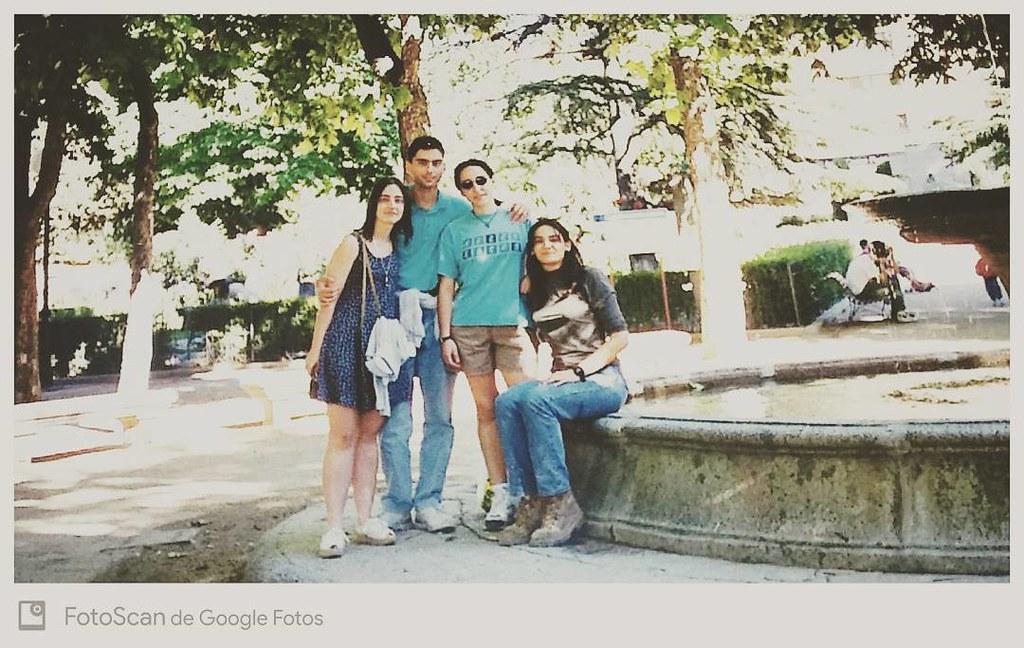 Rodeado de chicas guapas. @castellae incluida, a la que tenía bien agarrado. 😁😁😁😁 #fotosvintage #año1996 #comohemoscambiado