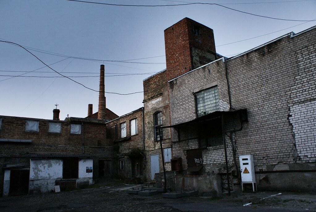 Anciens batiments industriels en brique dans le quartier de Centrs à Riga.