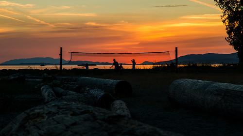 sunset volleyball beach clouds red orange sky skyscape logs sand mountains marine powellriver willingdonbeach park tourism britishcolumbia canada sunshinecoast nikon d7000 dslr zoom