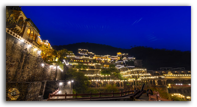 Mesmerizing Panoramic view of Neemrana Fort Palace, Rajasthan
