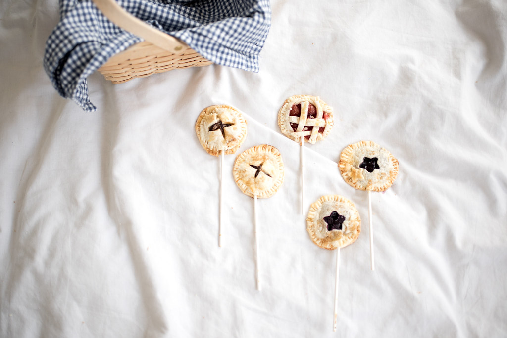 Blueberry, Cherry, and S'Mores Pie Pops on juliettelaura.blogspot.com