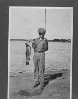 """""""A good catch,"""" Chapleau district, Ontario / « Une bonne prise », région de Chapleau, Ontario"""