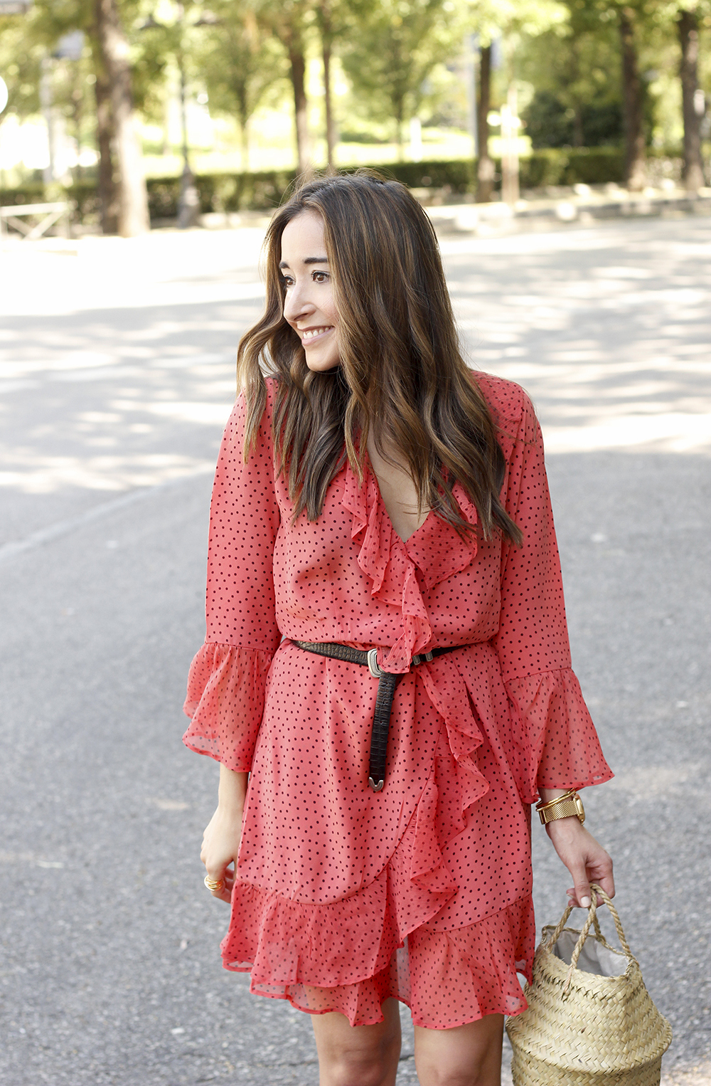 coral dress with dots and frills uterqüe black heels summer outfit style fashion08