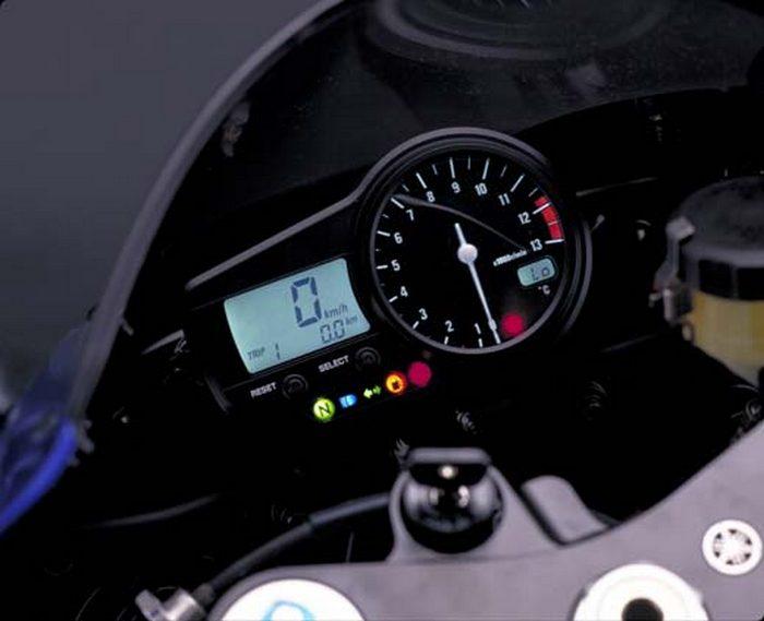 Yamaha YZF-R1 1000 2000 - 23