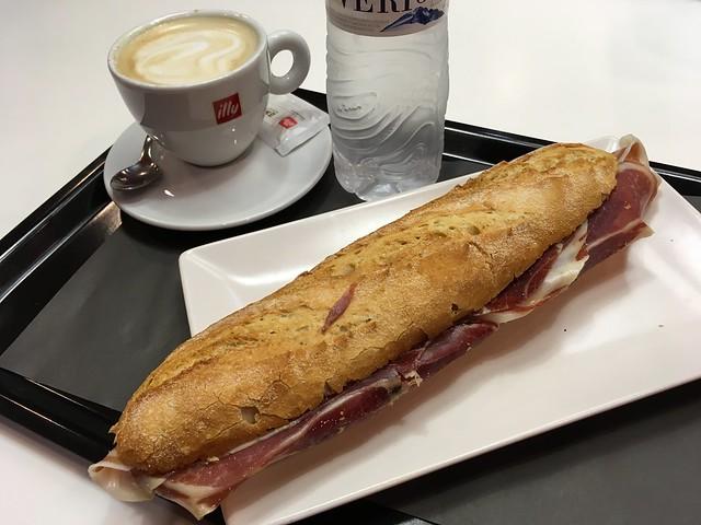 Iberian ham baguette - Espressamente Illy