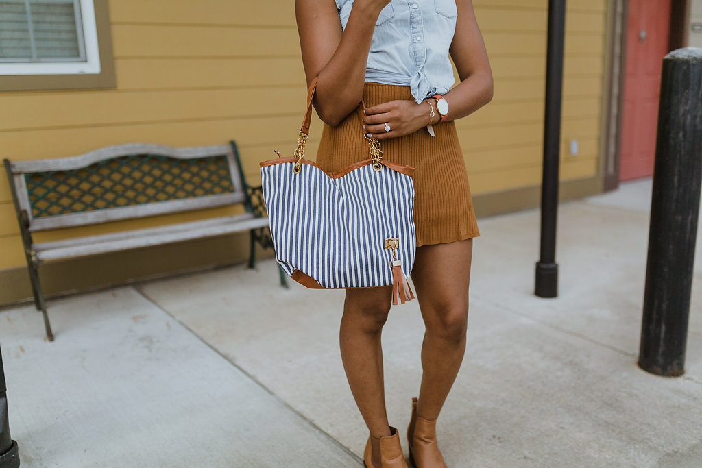 how to wear a striped handbag