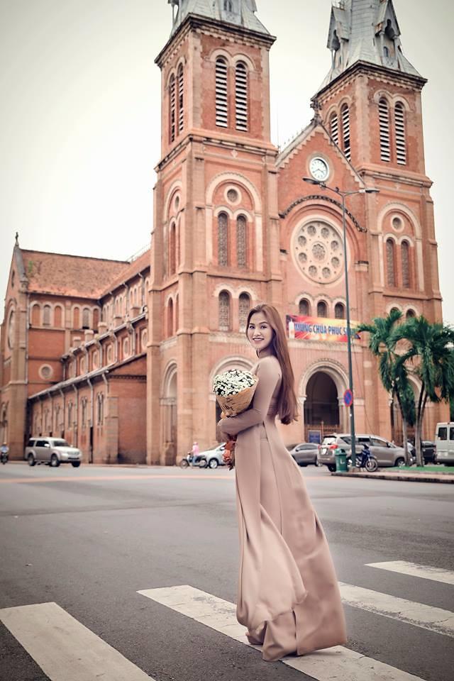 Em bên giáo đường