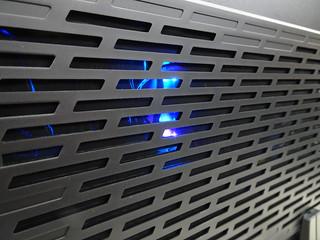 勉強看的到主機板的燈