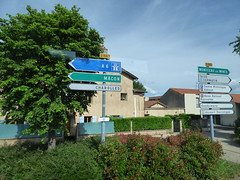 Route de la Digue, Cluny - direction signs - Photo of Péronne