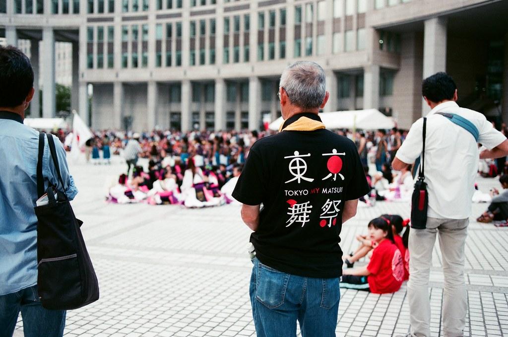 都庁前駅 Tokyo, Japan / AGFA VISTAPlus / Nikon FM2 神樂坂離開後,我想趕在東京都廳的觀景台關門前來看黃昏。  只是來到新宿車站後,這裡的高樓大廈真的有點多,街道氣氛就整個變得不一樣。  Nikon FM2 Nikon AI AF Nikkor 35mm F/2D AGFA VISTAPlus ISO400 1002-0018 2015-10-04 Photo by Toomore