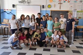 Gli alunni della V E e della V F con le docenti D'Innocente e Morgese