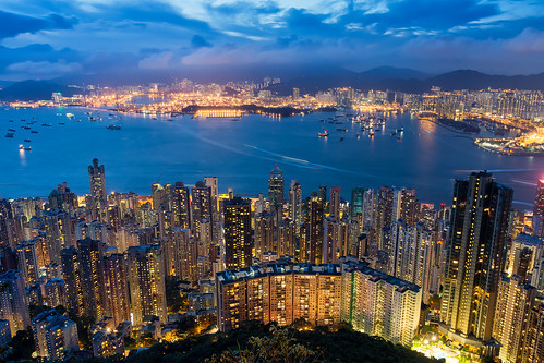 skyline cityscape city citylandscape hongkong hongkongisland kowloon thepeak victoriaharbour bluehour building architecture lugardroad citylights sky ships boats