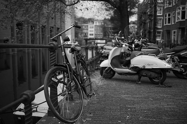 bike at water in Amsterdam 3