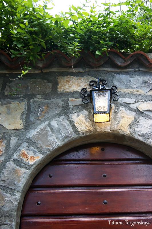 Ворота одного из домов в Перазича До