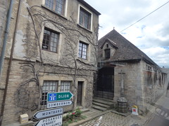 Rue Hubert Languet, Vitteaux - cross - Photo of Verrey-sous-Salmaise