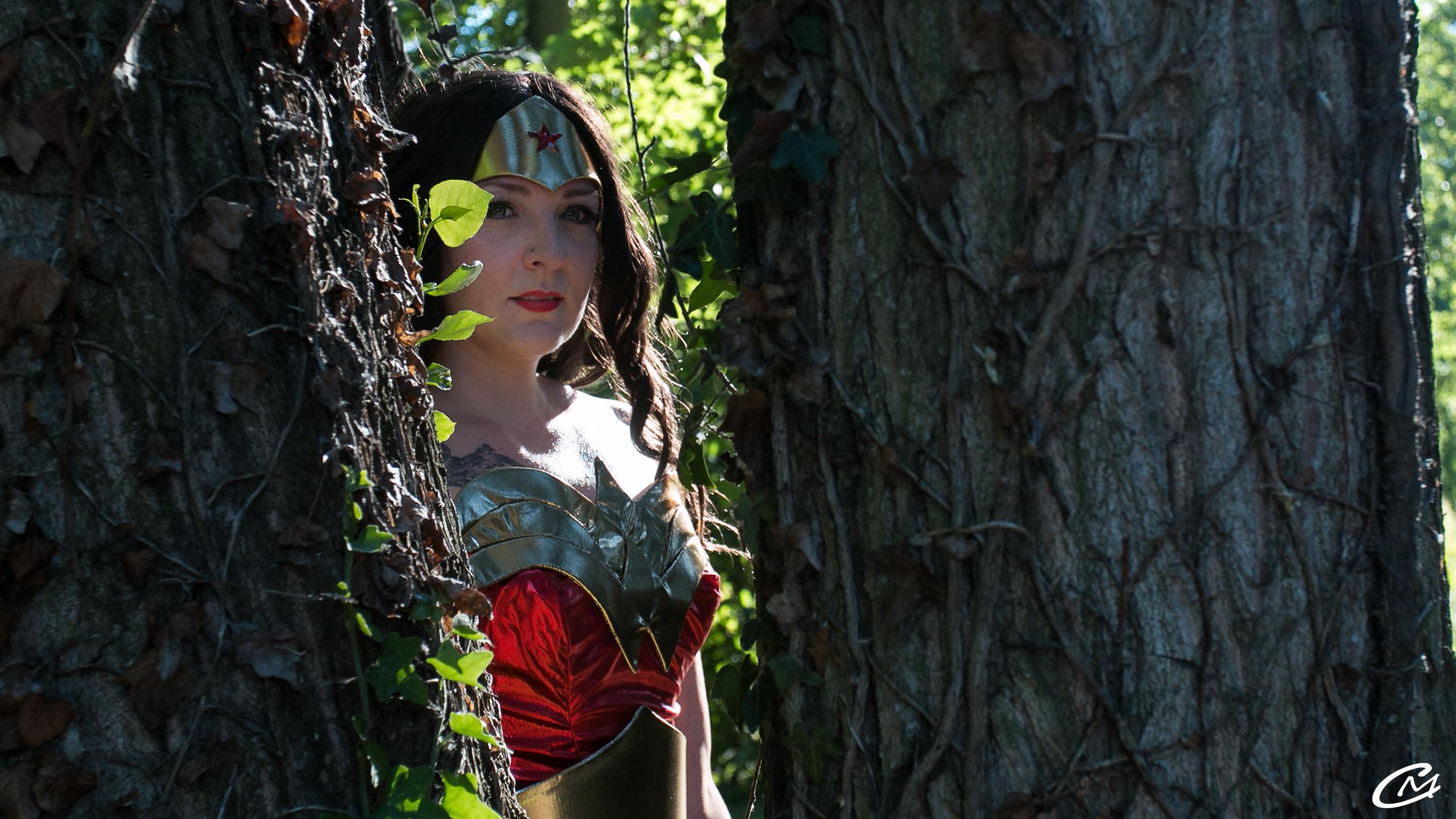 Wonder Woman dans la forêt