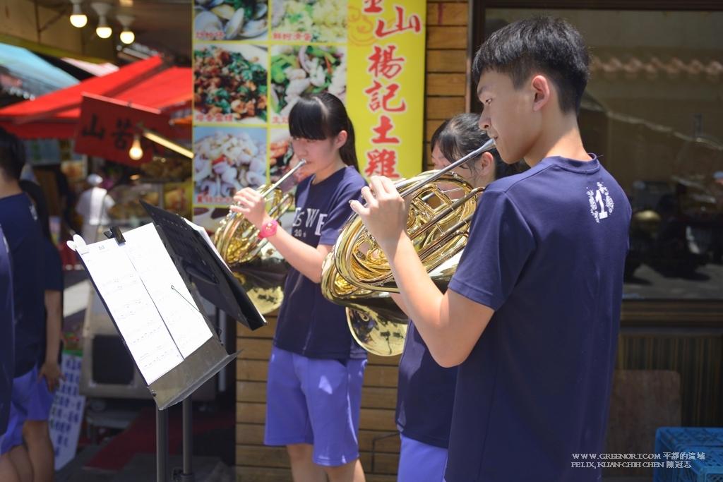 Nikon D800E Nikkor 35-70mm AF f2.8D 金山高中管樂社團在金山老街為演奏會募款