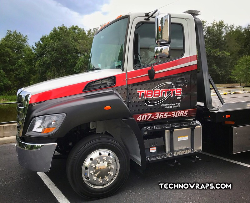 Flatbed vinyl truck wrap in Orlando by TechnoSigns