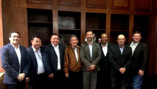Prefeito de Guaraçaí, Nelson Kazumi Tanaka, os vereadores Adriano Freschi, Fernando da Silva Gimenes, Ademar Fontes e Osmar Rodrigues e o Diretor Executivo de Saneamento Ambiental de Guaraçaí em visita para conhecer os programas da Secretaria - 03/07
