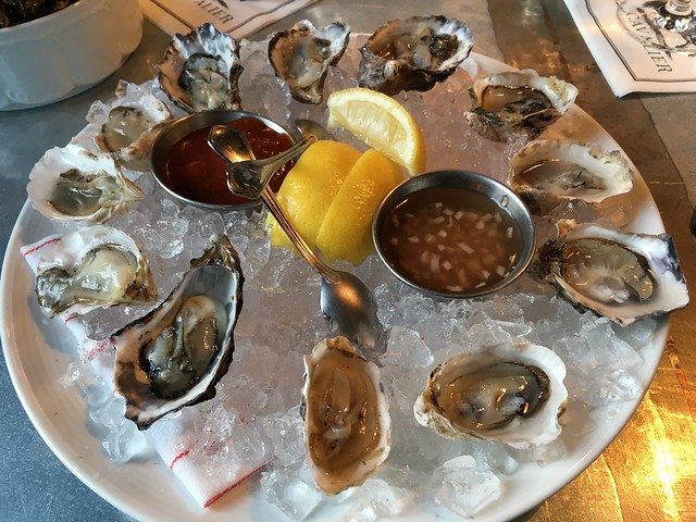 Oysters and rose - The Cavalier