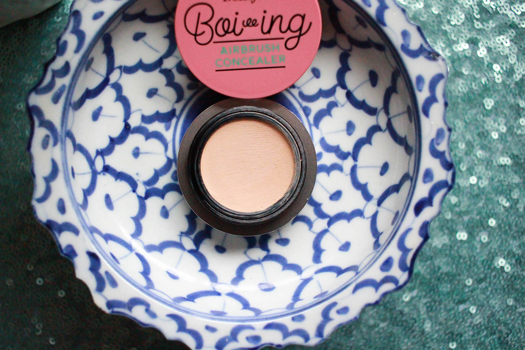 Benefit Boiing airbrush concealor5