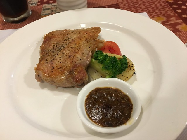 脆皮雞腿排(選用舒康雞,NTD$320+10%服務費)@永和Mr. Onion天蔥牛排餐廳雙和店
