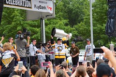 Sidney Crosby raising the cup at stage