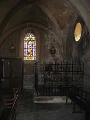 2017-06 Picos en Pyreneeën Lesperon kerk met glas in lood raam