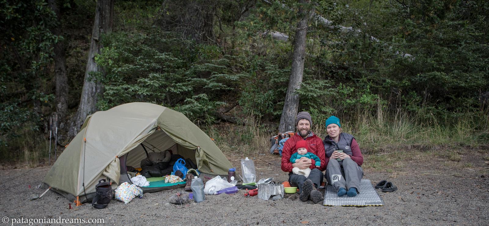 Happy family. Bivaouc on the shores of ago Mascardi in Parque Nacional Nahuel Huapi. Rio Negro. Patagonia. Argentina.
