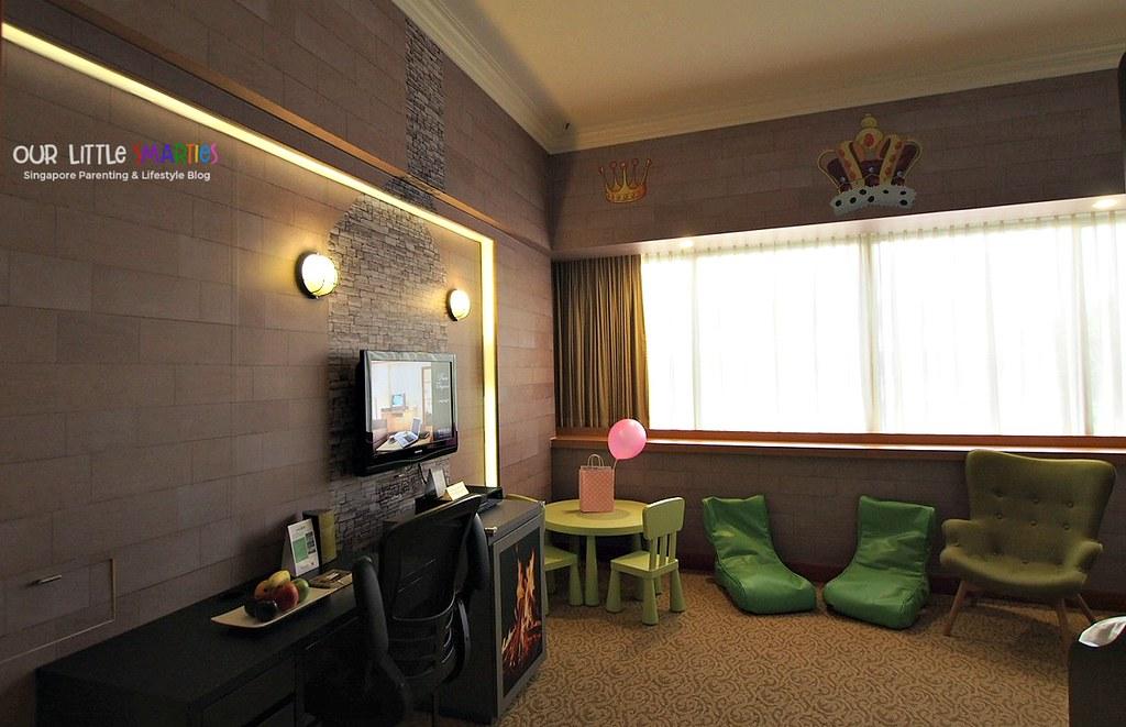 Furama RiverFront Hotel Theme Room