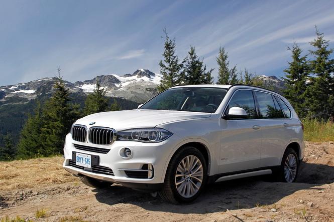 [新聞照片二] 正2017年式BMW X3、X4與X5,於本月交車除可享1年乙式全險外還可享額外現金購車優惠,另限量加贈「華航亞洲線商務艙雙人機票」
