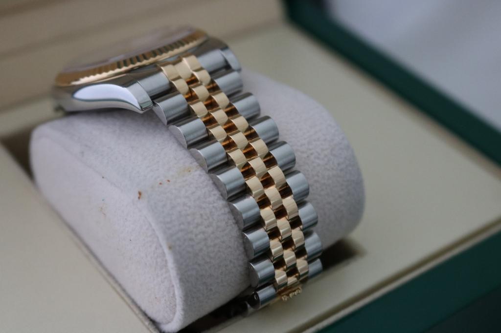 Đồng hồ rolex datejust 116233 – Đè mi vàng 18k – mặt vi tính xoàn – Đủ hộp sổ – size 36mm