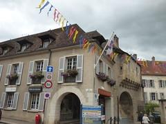 Rue de l'Ancienne Comédie, Semur-en-Auxois - Office de Tourisme - La Porte Guillier - Photo of Corrombles