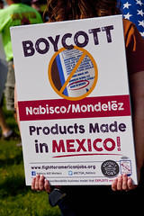 BCTGM Workers Protest Job Outsourcing at Nabisco Shareholders Meeting 5-17-17 7374