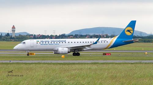 UR-EMB Ukraine International Airlines Embraer ERJ-190STD