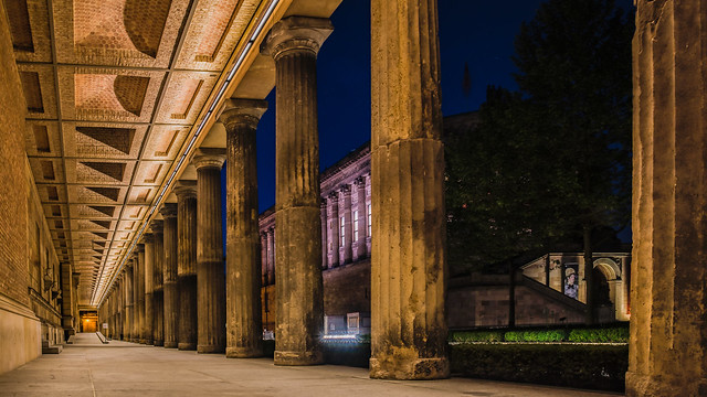 Säulengang  - colonade