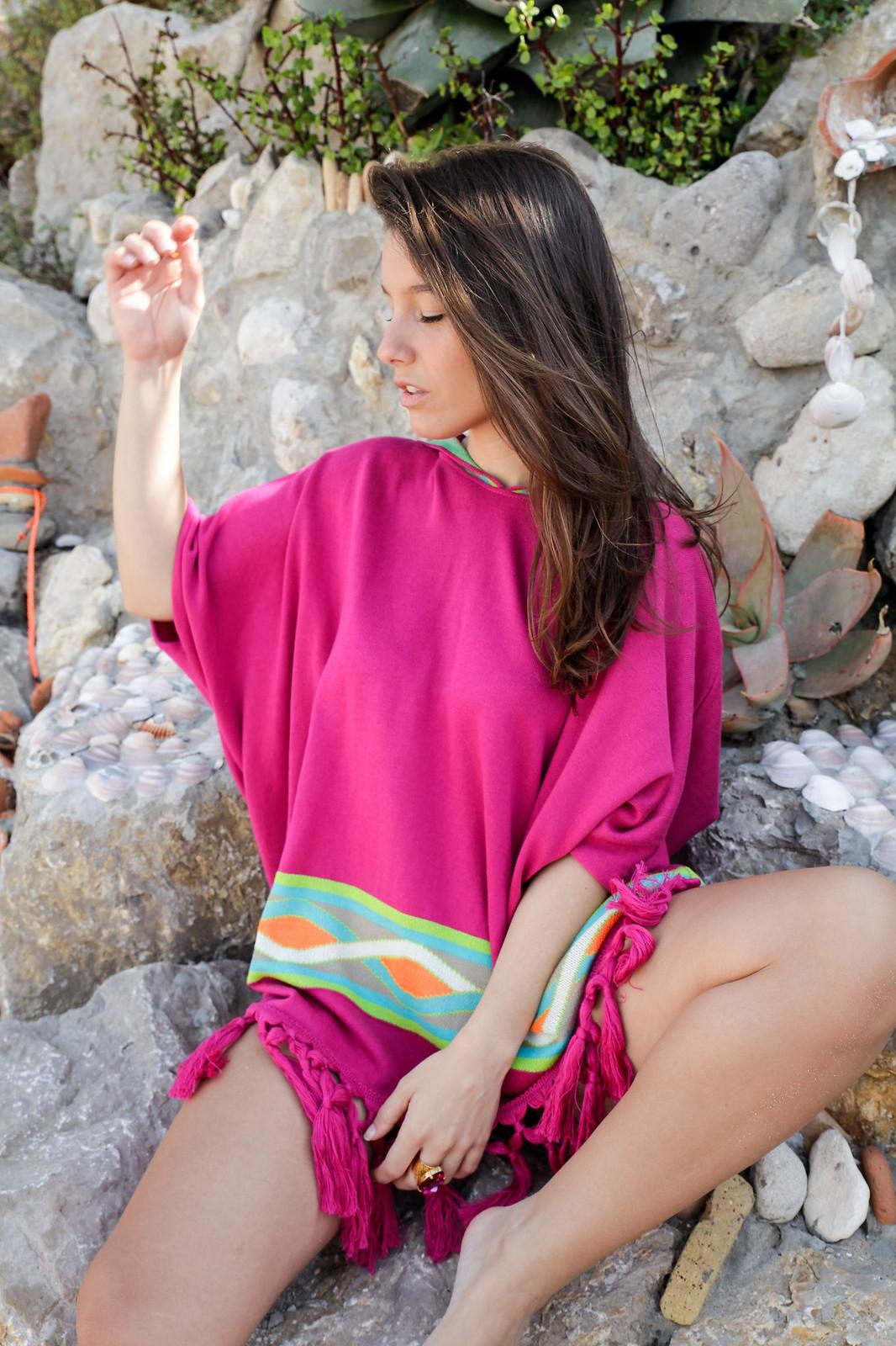 06_Poncho_rosa_RÜGA_Laura_Santolaria_Theguestgirl_Ambassador_influencer_barcelona