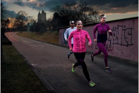 Jaro je v plném proudu a vy už se těšíte, že zimní trénink v posilovně vyměníte za pohyb na čerstvém vzduchu. Pokud je pro vás běh tím nejlepším odreagováním po práci, máme pro vás několik tipů a rad pro večerní běha...