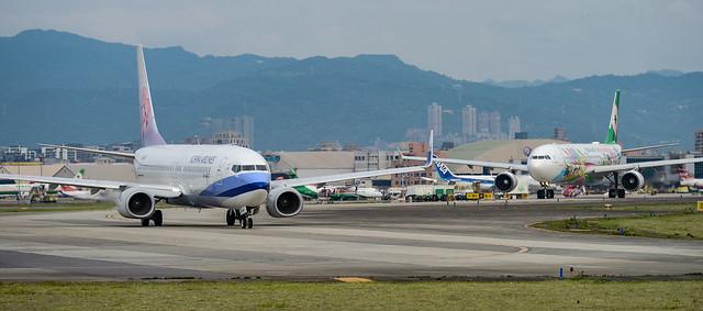 華航 波音737 + 長榮 A330