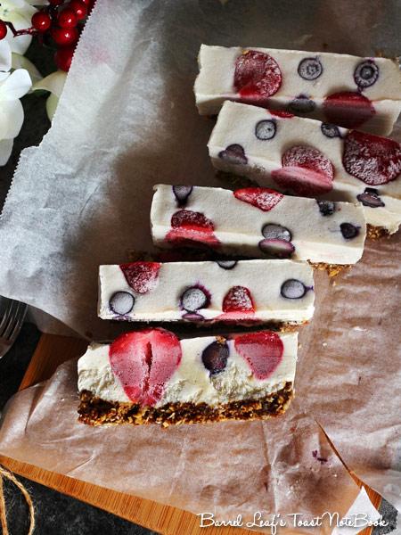 vegan-granola-berry-cheesecake-bars (2)