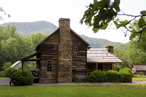 blueridgeparkway northcarolina oconaluftee greatsmokymountains smokymountains oconalufteevisitorcenter mountainfarmmuseum