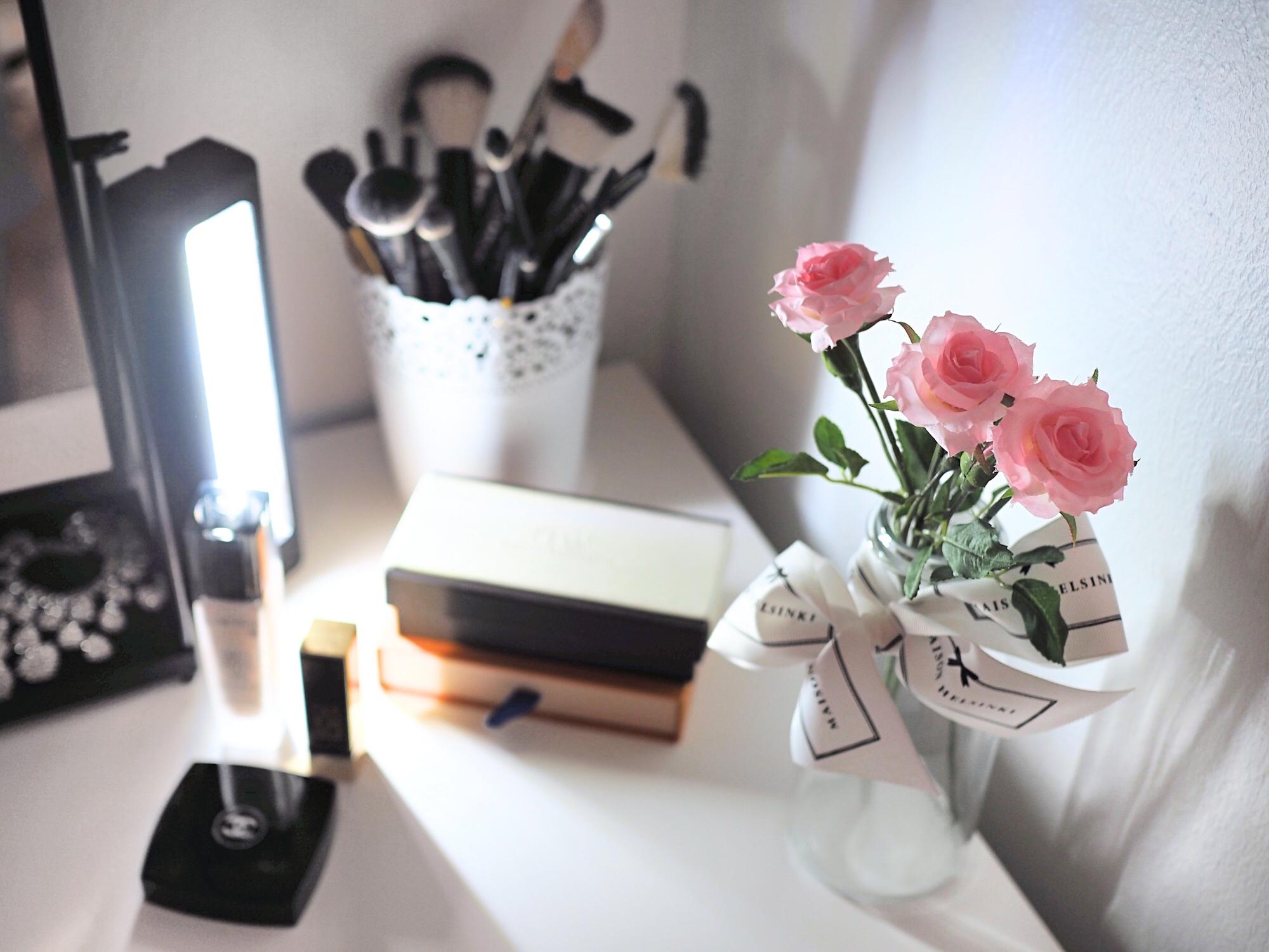 Meikkipöytä + vinkki: Meikkipöydän valot halvalla
