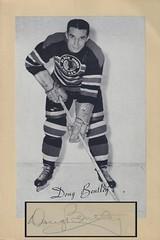 1944-63 NHL Beehive Hockey Photo / Group II - DOUG BENTLEY (Left Wing) (Hockey Hall of Fame 1964) (b. 3 Sep 1916 - d. 24 Nov 1972 at age 56) - Autographed Hockey Card / Cut (Chicago Black Hawks) (#80)