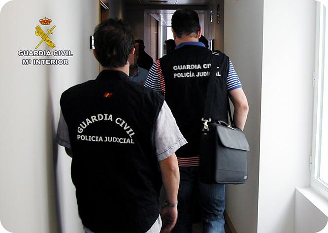Detenidos dos funcionarios de Hacienda por coacciones y cohecho